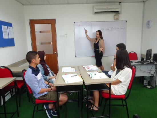 英語以外にも、中国語、韓国語、マレーシア語、ドイツ語などを受けることが可能です。