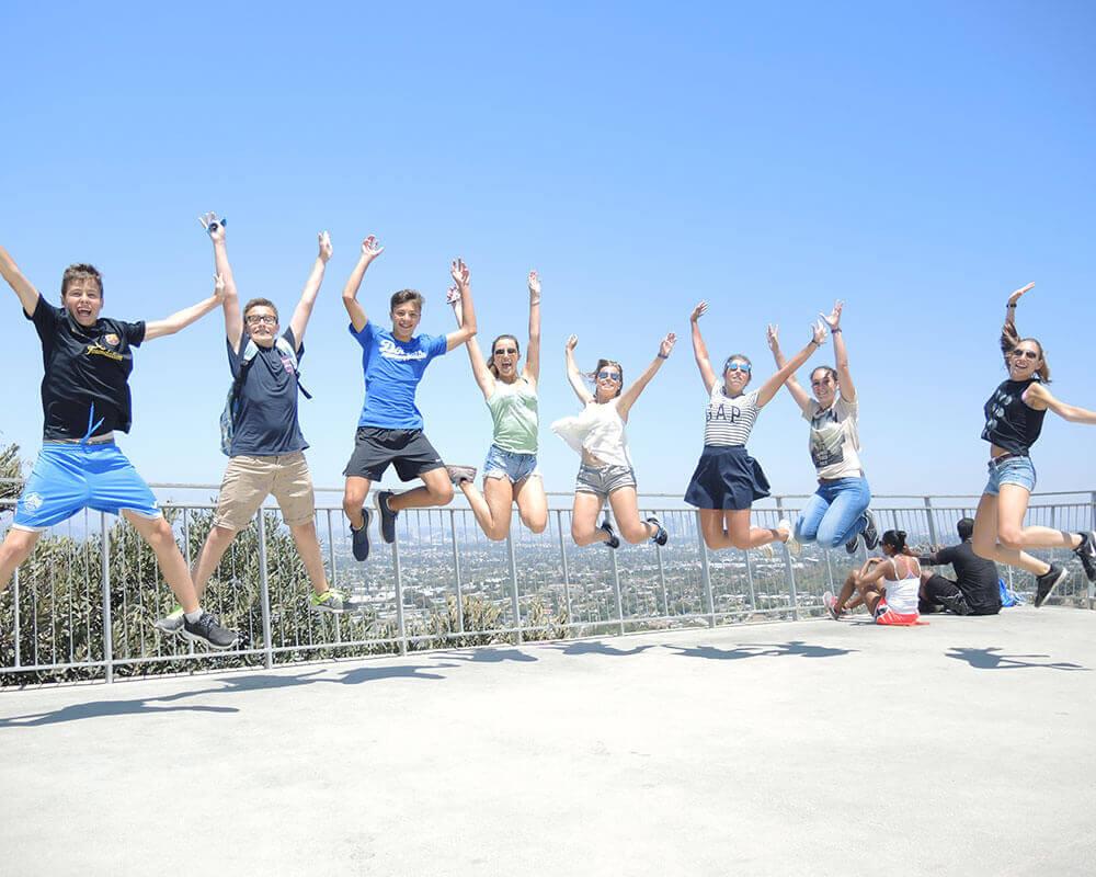 ビーチや観光地に近い、留学生にとって嬉しい立地