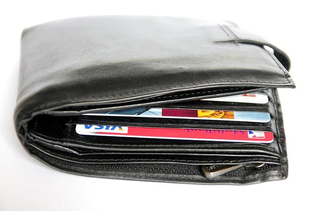 現金は少なく!クレジットカードを準備しよう