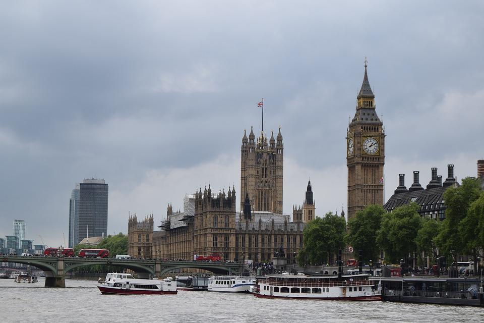 イギリスの気候はどのようなもの?四季ごとの特徴や服装について