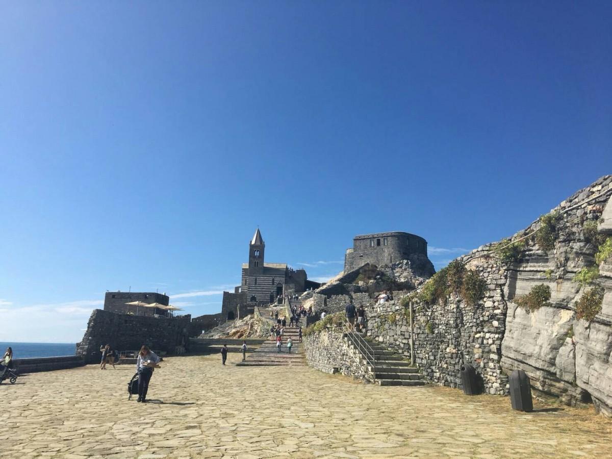 夏のイタリア観光♪Vol.15 ポルトヴェーネレの街の一番奥には絶景が♪【あーやのイギリスワーホリブログ】