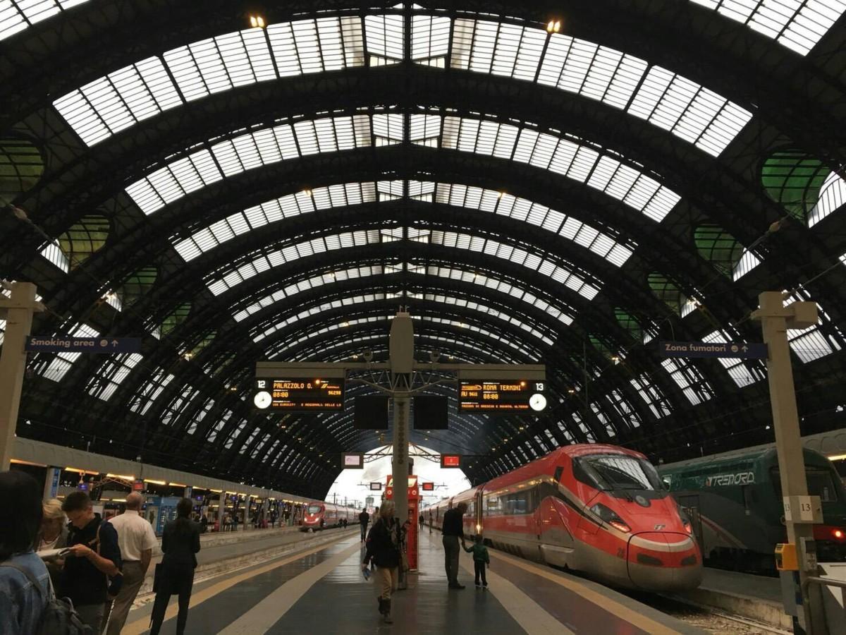 """夏のイタリア観光♪Vol.8 """"チンクエテッレ""""へ向かう列車が止まってしまった…!【あーやのイギリスワーホリブログ】"""