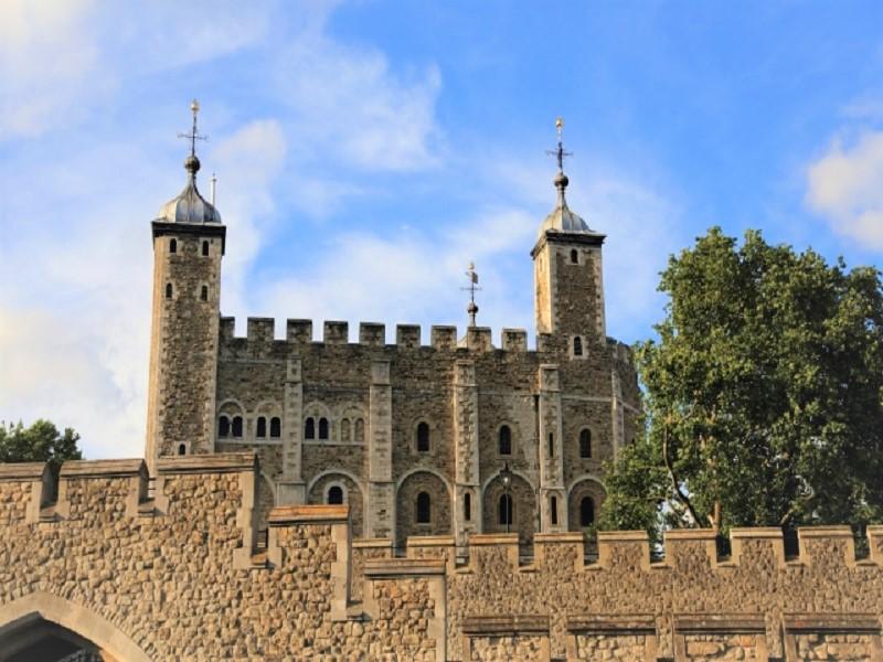 ロンドンの留学費用は学割をうまく活用することで節約につながる!