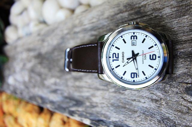 時計の調整が必要?サマータイム切り替え時の注意点について