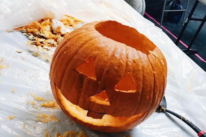 """ハロウィン前日のイベント""""pumpkin carving""""を体験!【りなのアメリカLA留学ブログ】"""