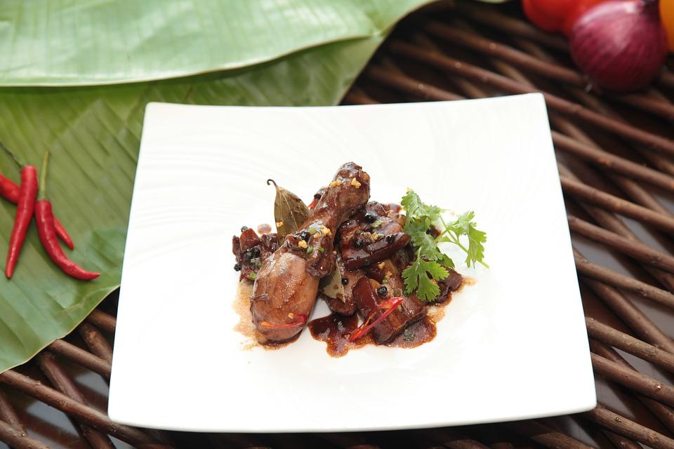 フィリピンの代表的な食べ物その➀:肉メインの料理
