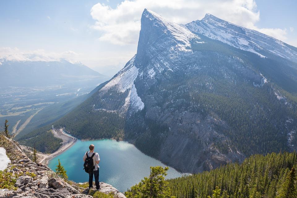 ロッキー山脈に臨む大自然に囲まれたカナダの都市「カルガリー」