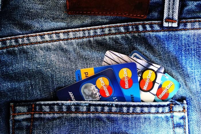 留学に必須!クレジットカードのメリットや注意点