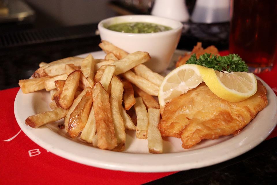最も有名なのは「フィッシュアンドチップス」イギリスの料理4選