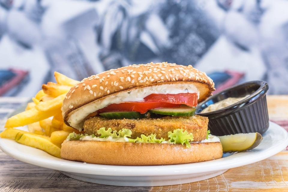 よく食べられるアメリカ料理:ハンバーガー