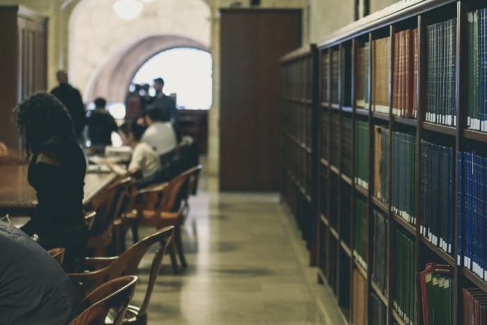 大学卒業後の留学はリスクが高い?迷ったときの考え方