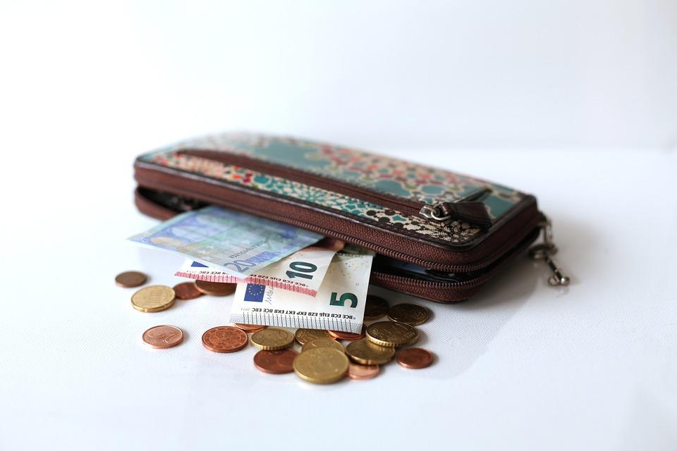 小銭の出し方は日本と異なる
